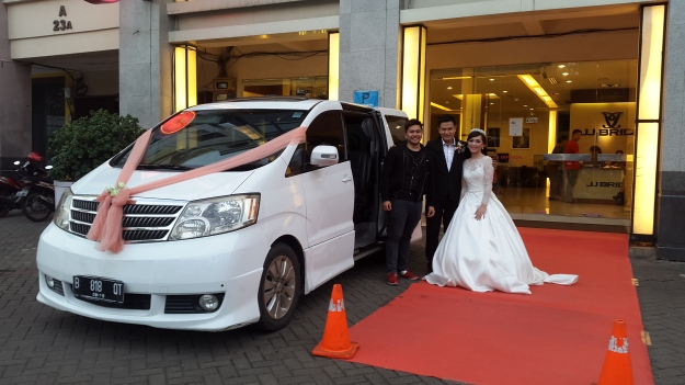 rental_alphard_murah_jakarta_alphard_vellfire_wedding_car_decor_unik