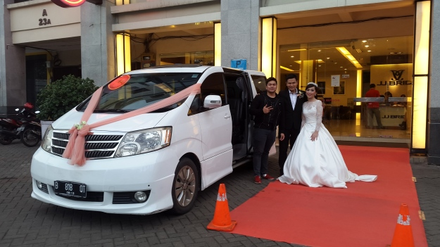 rental_alphard_vellfire_paling_murah_jakarta_wedding_car_decor_unik_klasik