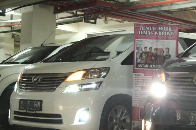 rental_alphard_paling_murah_jakarta_wedding_car_terpercaya_discount_murah