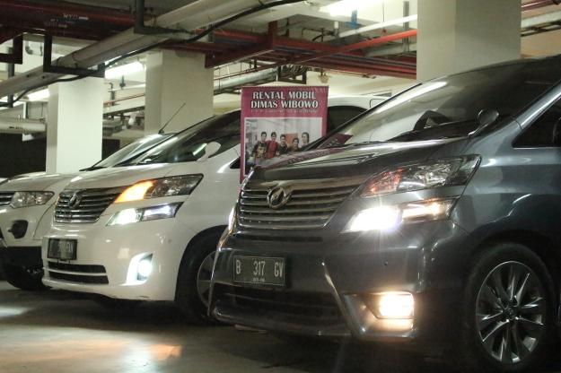 rental_alphard_paling_murah_jakarta_tangerang_bogor_depok_wedding_car_decorasi_unik